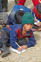 Nepal. Vallee de l Arun. Region Est du Nepal. Village de Honggaon de population Bhote (originaire du Tibet). Ecole de montagne. // Nepal. Arun valley, East Nepal. Honggaon village, inhabited by Bhote ethnic group (coming from Tibet). Mountain school.