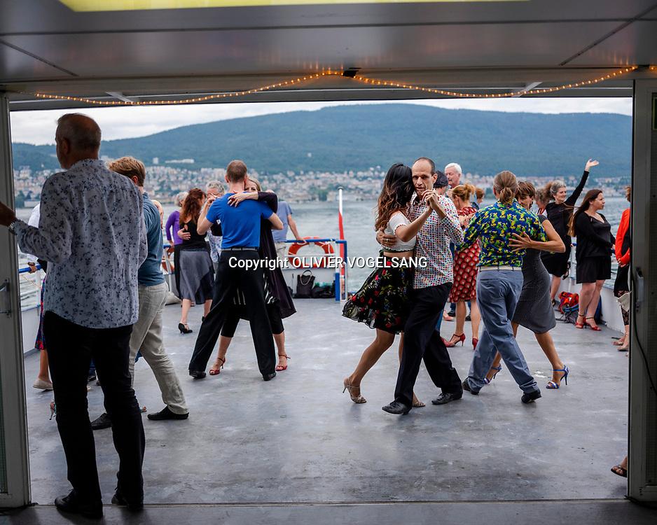 Neuchâtel, juillet 2019. Série d'été. La danse, les mouvements, le dialogue du geste. Une milonga sur le lac. © Olivier Vogelsang