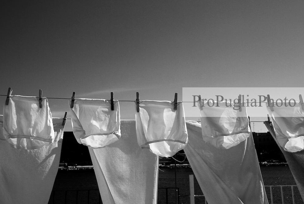 Brindisi, villaggio pescatori. Bucato steso al sole