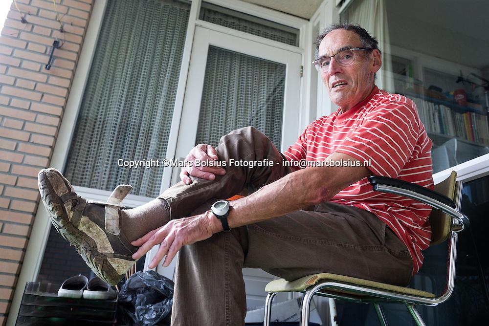 Nederland, Den Bosch, oud wethouder Bart Eigenman op bezoek bij de werkplaats voor dak en thuislozen op de Ridderspoorstraat
