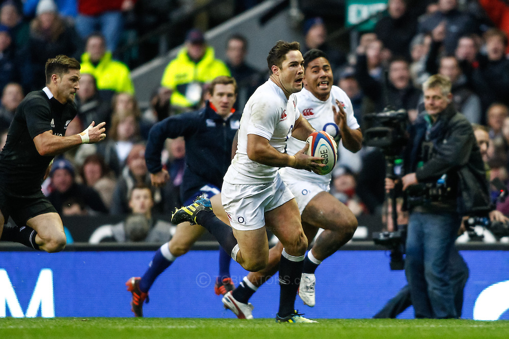 Picture by Andrew Tobin/SLIK images +44 7710 761829. 2nd December 2012. Brad Barritt of England runs in a move which resulted in him scoring during the QBE Internationals match between England and the New Zealand All Blacks at Twickenham Stadium, London, England. England won the game 38-21.