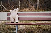 Female dummy left alone on a bench in the dunes. | Vrouwelijke dummy op een bank in de duinen.
