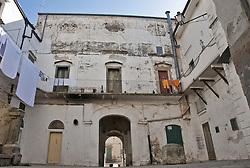 """Cagnano Varano è un comune italiano di 7.697 abitanti della provincia di Foggia, in Puglia. Fa parte del Parco Nazionale del Gargano.<br /> Posta in posizione dominante rispetto al Lago di Varano, secondo alcuni storici potrebbe coincidere con l'antico abitato di Uria.<br /> La sua economia è prevalentemente legata all'agricoltura, alla pesca e al turismo.<br /> Principali luoghi di interesse sono la Grotta carsica di San Michele, il quartiere storico del caùt con case scavate nella pietra, il palazzo baronale, l'idroscalo """"Ivo Monti"""", la chiesa madre ed i numerosi siti archeologici che rientrano nel suo territorio, oltre che, da un punto di vista naturalistico, il lago di Varano, la riserva naturalistica dell'isola di Varano e la valle di San Giovanni."""
