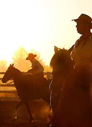 Gaúchos ao Pôr-do-sol no 12 Rodeio Internacional do Mercosul, um dos maiores eventos do gênero. FOTO: Jefferson Bernardes/Preview.com