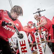© María Muiña I MAPFRE: Willy Altadill a bordo del MAPFRE durante un entrenamiento costero. Willy Altadill on board MAPFRE during an inshore training.