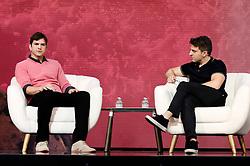 November 19, 2016 - Los Angeles, Kalifornien, USA - Ashton Kutcher und Brian Chesky auf dem Airbnb Open 2016 zum Thema 'The Game Plan: Strategies for Entrepreneurs' im Orpheum Theatre. Los Angeles, 19.11.2016 (Credit Image: © Future-Image via ZUMA Press)