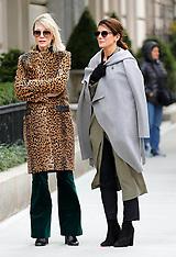 New York - Cate Blanchett And Sandra Bullock On Oceans 8 Film Set - 25 Oct 2016