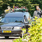 NLD/Volendam/20150703 - Uitvaart Jaap Buijs, aankomst rouwstoet