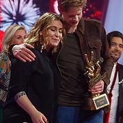 NLD/Hilversum/20180216 - Finale The voice of Holland 2018, winnaar Jim van der Zee en zijn coach Anouk Teeuwe