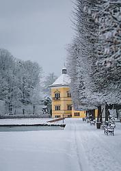 THEMENBILD - Neuschnee in der Parkanlage rund um das Schloss Hellbrunn, aufgenommen am 06. Jänner 2021 in Salzburg, Oesterreich // Fresh snow in the park around Hellbrunn Palace, in Salzburg, Austria on 2021/01/06. EXPA Pictures © 2021, PhotoCredit: EXPA/Stefanie Oberhauser