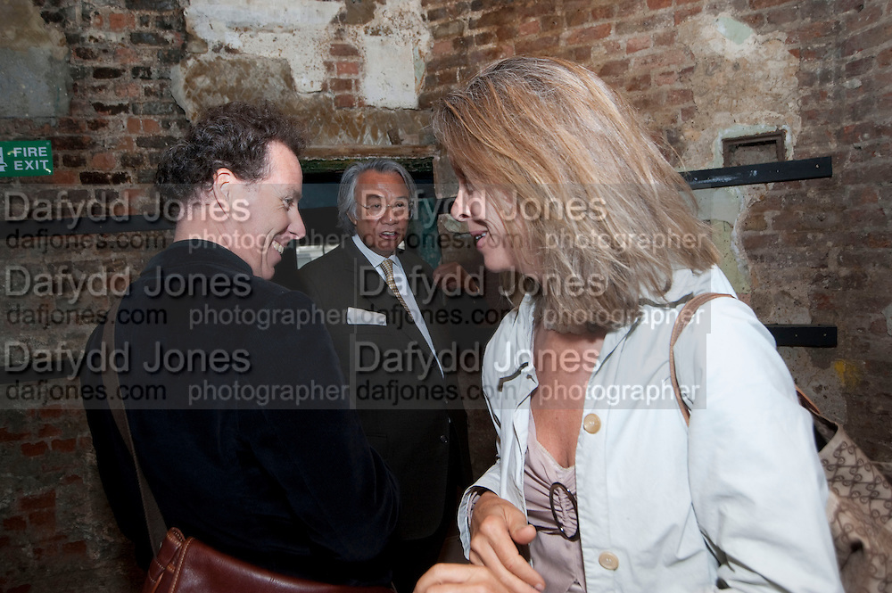 VISCOUNT LINLEY; DAVID TANG; SABRINA GUINNESS, Early launch of Rupert's. Robin Birley  new premises in Shepherd Market. 6 Hertford St. London. 10 June 2010. .-DO NOT ARCHIVE-© Copyright Photograph by Dafydd Jones. 248 Clapham Rd. London SW9 0PZ. Tel 0207 820 0771. www.dafjones.com.