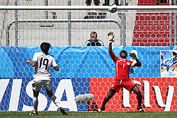 25.07.2010,  Augsburg, GER, FIFA U20 Womens Worldcup, , Viertelfinale, USA vs Nigeria,  im Bild Sydney LEROUX (USA #19) verschiesst den entscheidenden Elfmeter gegen Alaba JONATHAN (Nigeria #1) , EXPA Pictures © 2010, PhotoCredit: EXPA/ nph/ . Straubmeier+++++ ATTENTION - OUT OF GER +++++ / SPORTIDA PHOTO AGENCY