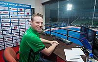 BHUBANESWAR - Video umpire Coen van Bunge   tijdens de Hockey World League Finals , de wedstrijd  Spanje-Belgie.   COPYRIGHT KOEN SUYK