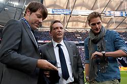 19.11.2011, Veltins Arena, Gelsenkirchen, GER, 1. FBL, FC Schalke 04 vs 1. FC Nuernberg, im Bild Horst Heldt (Vorstand Sport und Kommunikation Schalke), Benedikt Hoewedes/ Höwedes (#4 Schalke) // during FC Schalke 04 vs. 1. FC Nuernberg at Veltins Arena, Gelsenkirchen, GER, 2011-11-19. EXPA Pictures © 2011, PhotoCredit: EXPA/ nph/ Kurth..***** ATTENTION - OUT OF GER, CRO *****