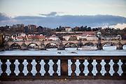 """Die Karlsbrücke von der """"Most Legii"""" aus gesehen."""