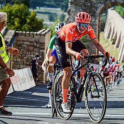 13-09-2020: Wielrennen: Giro Rosa: Assisi<br /> Marianne Vos heeft in de Giro Rosa de derde etappe gewonnen.<br /> De kopvrouw van CCC-Liv boekte alweer haar 26e zege in deze Italiaanse ronde en bouwt daarmee haar winnende reeks verder uit.<br /> <br /> Cecile Uttrup Ludwig (tweede) en Elisa Longo Borghini (derde) hadden het nakijken in Assisi.