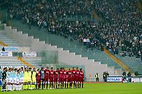 Fotball<br /> Serie A Italia 2004/05<br /> Lazio v Livorno<br /> 10. april 2005<br /> Foto: Digitalsport<br /> NORWAY ONLY<br /> Lazio and Livorno teams observe one minute silence for Pope Giovanni Paolo II death before the match