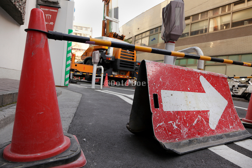 road diversion sign