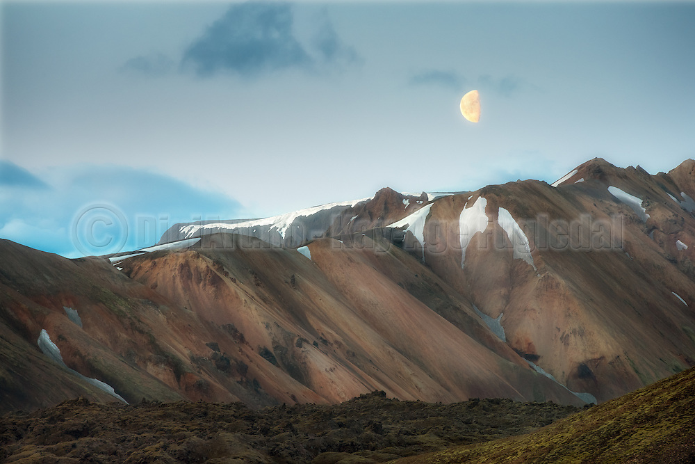 Colorful ryolite montains at Landmannalaugar, Iceland   Fargerike ryolittfjell ved Landmannalaugar, Island.