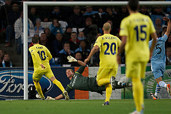 18.10.2011, City of Manchester Stadion, Manchester, ENG, UEFA CL, Gruppe A, Manchester City (ENG) vs FC Villarreal (ESP), im Bild Manchester City's goalkeeper Joe Hart is beaten by Villarreal's Cani for the opening goal // during UEFA Champions League group A match between Manchester City (ENG) vs FC Villarreal (ESP) at City of Manchester Stadium, Manchaster, United Kingdom on 18/10/2011. EXPA Pictures © 2011, PhotoCredit: EXPA/ Propaganda Photo/ David Rawcliff +++++ ATTENTION - OUT OF ENGLAND/GBR+++++