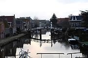 Hindeloopen is een stadje in de gemeente Nijefurd, provincie Friesland (Nederland), gelegen aan het IJsselmeer. Op 1 januari 2006 telde het stadje 870 inwoners. Het is daarmee een van de vrij kleine Friese elf steden. <br /> <br /> Op de foto:  Zicht vanaf de Sluis op de Zijlroede