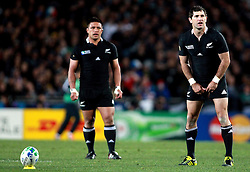 © Andrew Fosker / Seconds Left Images 2011 - New Zealand's Stephen Donald prepares  to take a crucial  penalty watched by New Zealand's Keven Mealamu   France v New Zealand - Rugby World Cup 2011 - Final - Eden Park - Auckland - New Zealand - 23/10/2011 -  All rights reserved..