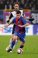 Fotball , 16. desember 2009 ,  Basel - Fulham , Europa League<br /> Fulhams Jonathan Greening gegen Basels Valentin Stocker <br /> Norway only