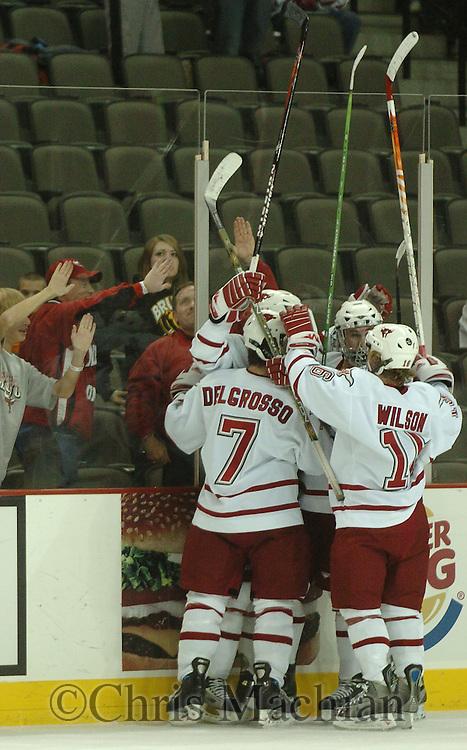 10/27/06 Omaha, NE University of Nebraska at Omaha hockey team celebrates a goal with the their fans at the Qwest Center Omaha..(Chris Machian/Prairie Pixel Group)..
