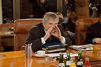 13.01.1999, Deutschland/Bonn:<br /> Otto Schily, SPD, Bundesinnenminister, vor der Sitzung des Bundeskabinetts, Bundeskanzleramt, Bonn<br /> IMAGE: 19990113-01/01-28<br /> KEYWORDS: Kabinett