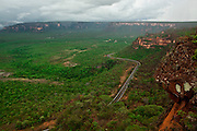 Chapada dos Guimaraes_MT, Brasil...Imagens do Parque Nacional da Chapada dos Guimaraes no Estado do Mato Grosso. Na foto estrada do Parque...The Chapada dos Guimaraes National Park  is a national park in the Brazilian state of Mato Grosso. In this photo the road in the Park...Foto: JOAO MARCOS ROSA  / NITRO..