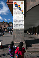 Reading the hymn to Cusco, on a column of the Plaza Mayor