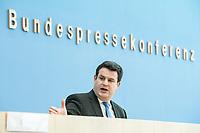 """31 MAR 2020, BERLIN/GERMANY:<br /> Hubertus Heil, SPD, Bundesarbeitsminister,. waehrend einer Pressekonferenz zum Thema """"Zur Lage am deutschen Arbeitsmarkt"""" waehrend der Corona-Krise, Bundespressekonferenz<br /> IMAGE: 20200331-01-034<br /> KEYWORDS: BPK"""