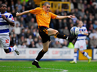 Photo: Leigh Quinnell/Sportsbeat Images.<br /> Queens Park Rangers v Hull City. Coca Cola Championship. 03/11/2007. Hulls Dean Marney gets to the ball before QPRs Mikele Leigertwood.