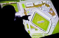DEN HAAG - KNHB directeur Johan Wakkie geeft uitleg.  In het Kyocera stadion is vrijdag het wedstrijdschema voor het WK Hockey bekend gemaakt. Het WK zal van 31mei tm 15 juni plaatsvinden in det voetbalstadion . ANP KOEN SUYK