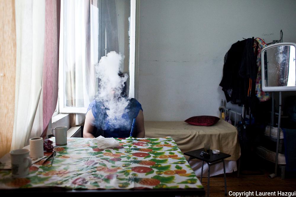 April/may 2014. Timisoara (Romania). First Transit center created in 2008 by UNHCR where refugees are awaiting resettlement in another country. Refugees met are all iraqis from Syria. Portrait. Avril/mai 2014. Timisoara (Roumanie). Premier centre de transit du HCR à avoir ouvert dans le monde en 2008, il est le lieu d'attente de réinstallation dans un autre pays pour les réfugiés. Les réfugiés rencontrés sont tous iraquiens de Syrie. Portrait. Zainab.