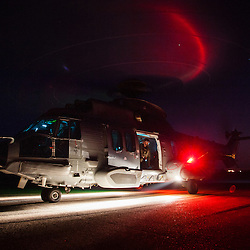 Activité du détachement SAR de la Flottille 32F basée sur l'aéroport de Cherbourg Maupertus. Entraînements vols de nuit hélitreuillage et missions d'assistance, maintenance, de l'hélicoptère EC225 de la Marine Nationale<br /> Juin 2016 / Cherbourg (50) / FRANCE