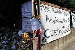 manifesti e fiori i giorni dopo l'attentato davanti all''istituto professionale Morvillo-Falcone Brindisi