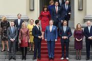 Het nieuwe kabinet Rutte III op het bordes van Paleis Noordeinde.