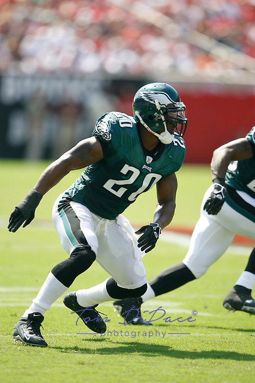 Philadelphia Eagles Brian Dawkins plays in a game against the Tampa Bay Buccaneers on October 22,2006.<br /> <br /> (Tom DiPace )