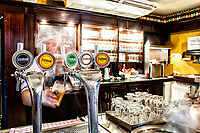 Bar e venda de produtos na Cervejaria Eisenbahn. Blumenau, Santa Catarina, Brasil. / <br /> Bar and products selling area at Eisenbahn Brewery. Blumenau, Santa Catarina, Brazil.