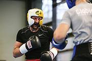 Boxen: Hamburg, 08.12.2020<br /> Edi Kadrija (Boxen im Norden) mit Trainer Mark Haupt<br /> © Torsten Helmke