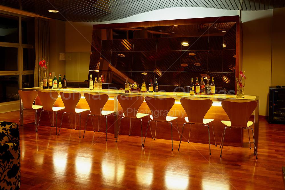 Elegant lounge bar / La Reserve Hotel wellness center Caramanico Terme.