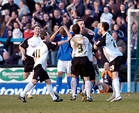 Photo: Leigh Quinnell.<br /> Chesterfield v Southend United. Coca Cola League 1. 18/02/2006. Southend celebrate Freddy Eastwoods winning goal for Southend as Chesterfield hold their heads in dispair.