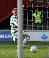 Photo: Paul Thomas.<br /> Motherwell v Glasgow Celtic. Bank of Scotland Scottish Premier League. 30/12/2006.<br /> <br /> Derek Riordan scores for Celtic.