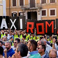 Tassisti protestano contro Uber a Roma