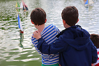 two young friends, Paris - Luxembourg Gardens