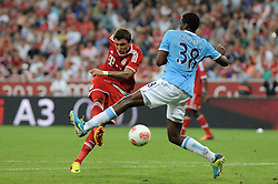 01.08.2013, Allianz Arena, Muenchen, Audi Cup 2013, FC Bayern Muenchen vs Manchester City, im Bild, Mario MANDZUKIC (FC Bayern Muenchen) schiesst aufs Tor. Rechts BOYATA (Manchester City) // during the Audi Cup 2013 match between FC Bayern Muenchen and Manchester City at the Allianz Arena, Munich, Germany on 2013/08/01. EXPA Pictures © 2013, PhotoCredit: EXPA/ Eibner/ Wolfgang Stuetzle<br /> <br /> ***** ATTENTION - OUT OF GER *****