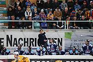Rapperswils Trainer Michel Zeiter im Spiel der Ligaqualifikation zwischen den Rapperswil-Jona Lakers und den SCL Tigers, am Montag, 06. April 2015, in der Diners Club Arena Rapperswil-Jona. (Thomas Oswald)