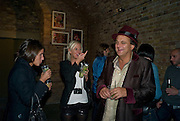 MARINA HANBURY; LADY SOPHIA HESKETH; GERRY FOX, Favela Descending. Gerry Fox.  Part of Concrete and Glass. Village Underground. Hollywell Lane.  London. 2 October 2008 *** Local Caption *** -DO NOT ARCHIVE-© Copyright Photograph by Dafydd Jones. 248 Clapham Rd. London SW9 0PZ. Tel 0207 820 0771. www.dafjones.com.
