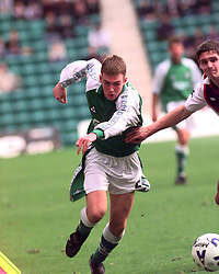 Kenny MILLER. HIBS V DUNDEE..©2010 Michael Schofield. All Rights Reserved.